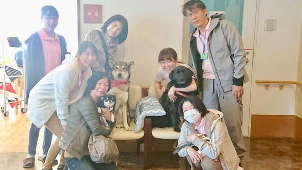 4/13の集合写真☆ひめちゃんサポートメンバーに抱っこされてます( ´艸`)
