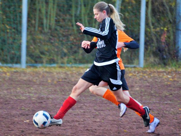 Drei Tore von Larissa Henß (am Ball) reichten nicht zum Sieg gegen den  SSV Frohnhausen