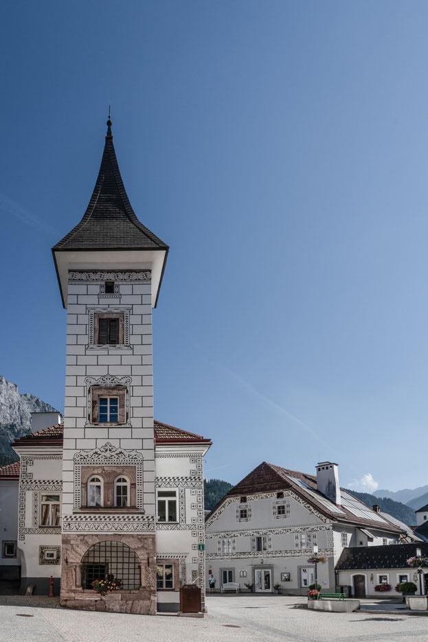 """Das """"alte"""" Rathaus wurde 1535 erbaut, beherbergt heute das Stadtmuseum."""