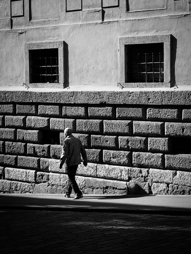 """Kontrastreiche """"Straßenfotografie"""" in der Sporgasse"""
