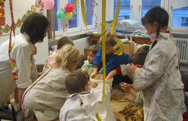 kreativer Kindergeburtstag, töpfern, malen, spielen