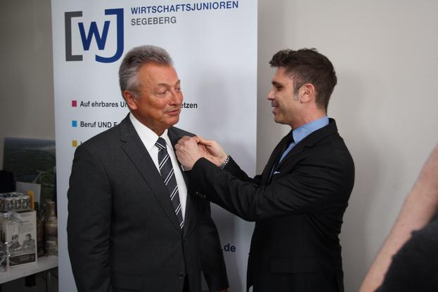 Joachim Kochanowski erhält die goldene WJ Ehrennadel