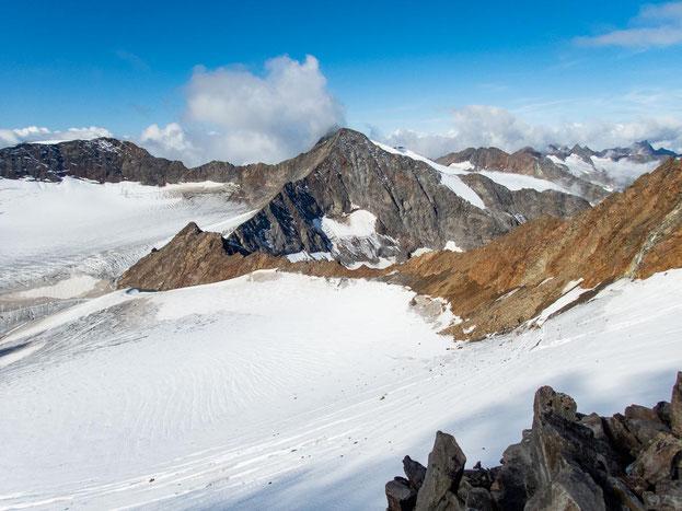 Erkennt ihr die Müllerhütte? Auf dem Fels in der linken Bildseite, mittig des Gletschers.