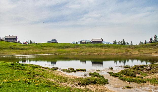 6-Seen-Wanderung im Salzkammergut - dem größten Seenhochplateau in Mitteleuropa. Hier zu sehen - der Tauplitzsee.