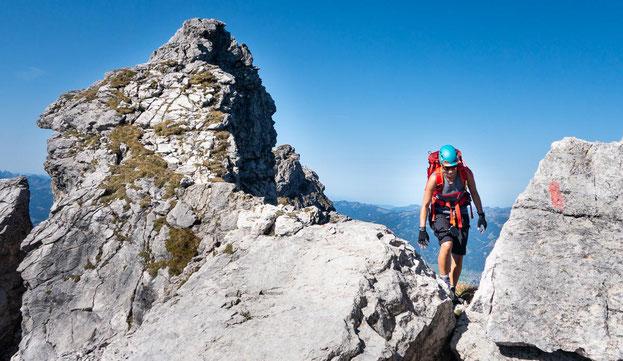 Der Hindelanger Klettersteig zeichnet sich durch viele ungesicherte, alpine Stellen aus.