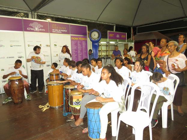 Apresentação do Afoxé infantil na Feira do Livro de Porto Alegre - RS.