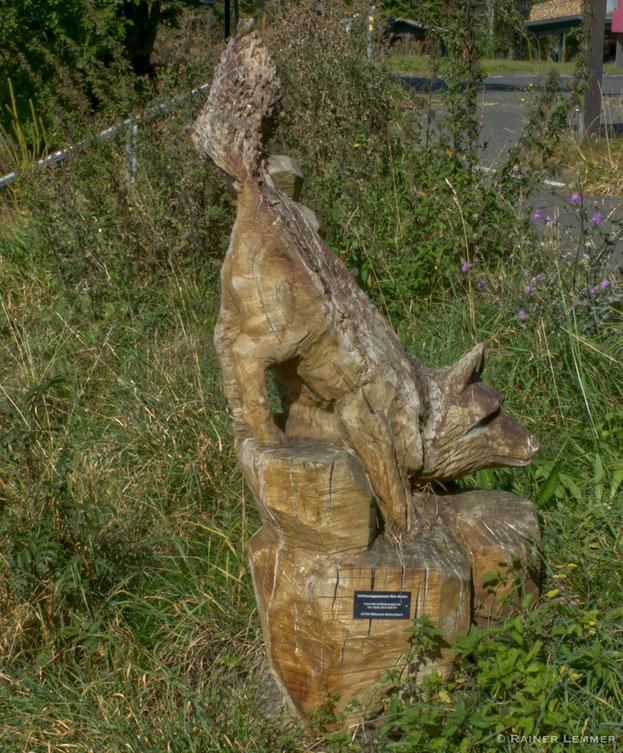 """Der """"Fuchs"""" an der Fuchskaute - eine beeindruckende Holzskulptur"""