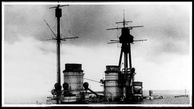 Aufbau der SMS Hindenburg kurz vor dem vollständigen Versinken im Jahr 1919. (Foto: Wikimedia, Public Domain)