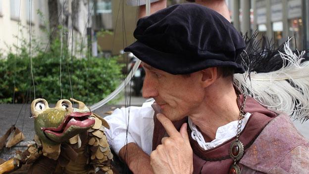 Drache und Begleiter aus der Renaissance