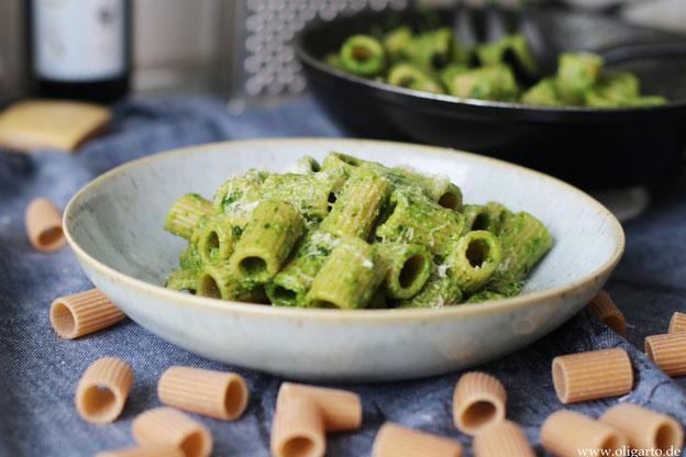 Spinatpesto mit Vollkornpasta Oligarto Olivenöl Kochen
