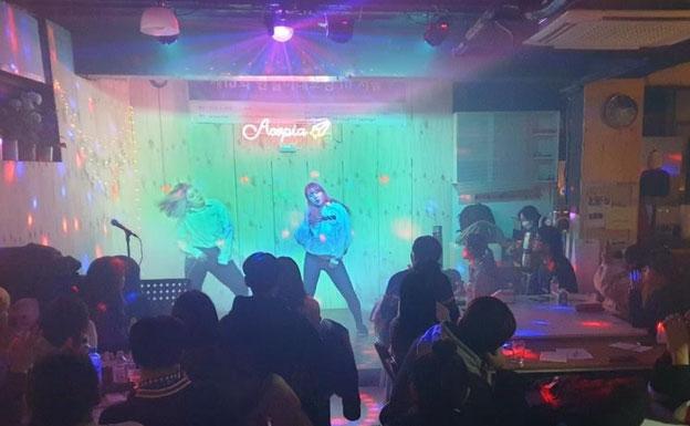 アコピアカフェでライブ公演:アコピアスクールの学生たちの公演