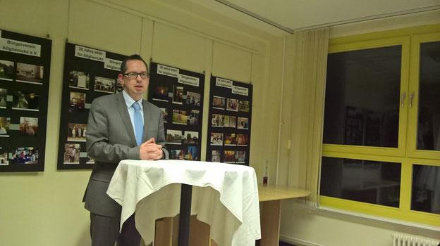 Bezirksbürgermeister Oliver Igel beim Neujahrempfang