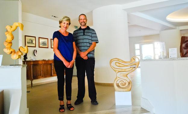 Hotelmanagerin Rosemarie Soldati mit Markus Brinker