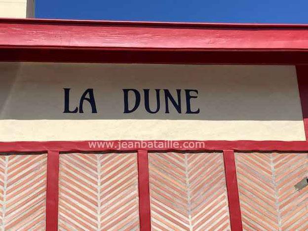 lettres peintes sur façade arcachonnaise