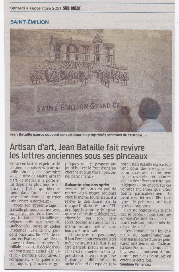 artisan d'art Jean Bataille fait revivre les lettres anciennes sous ses pinceaux