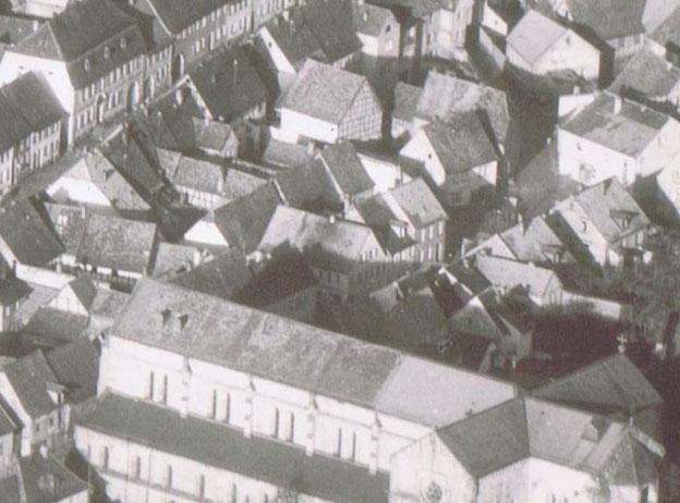 1954,  Luftaufnahme Schmiede Theis in der Bildmitte