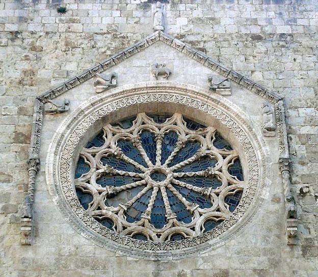 Cattedrale di Larino rosone e bifore