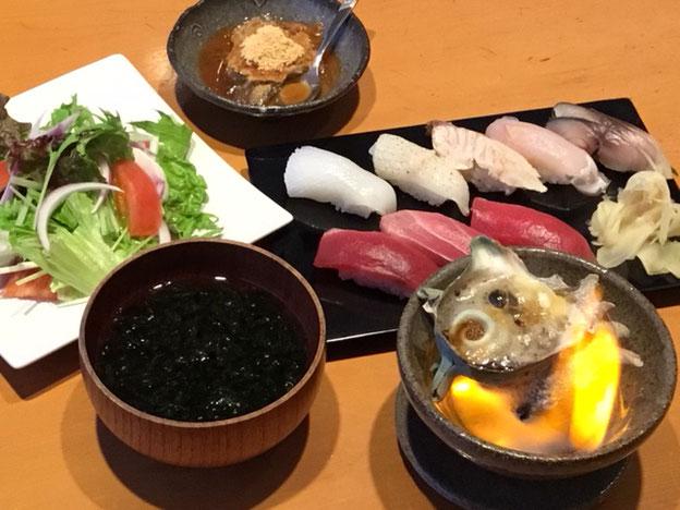 鮨 成田家 勝浦の江戸前寿司店 サザエのつぼ焼き、のり味噌汁 お得なセット