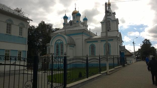 Alle drei Religionen auf dem Marktplatz von Vilijeka.Die orthodocke Kirche .