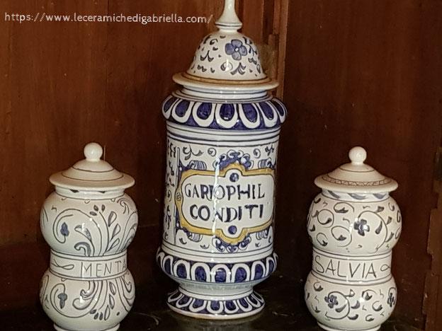 pots de pharmacie,pharmacy jars  vasi da farmacia albarelli