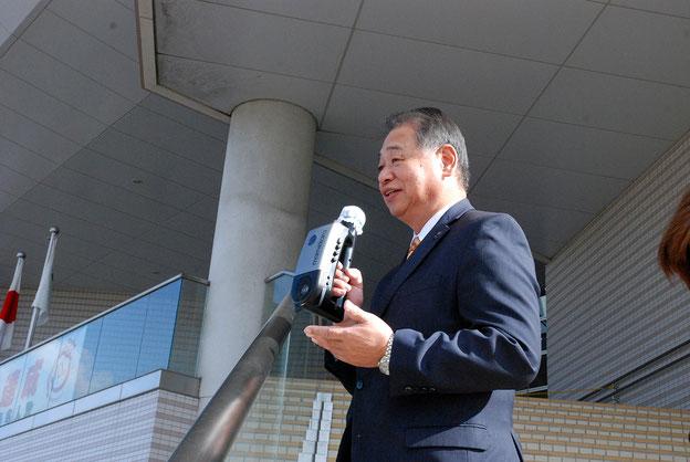 コラボレーションによる健康づくりイベントに期待を寄せる高橋参事