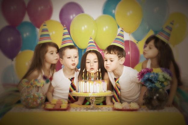 Feest in stijl. Feestartikelen voor jouw sweettable, temafeest, bijzonder vormpjes, mini cupcake vormpjes, bonbonvormpjes.