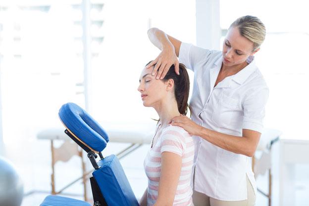 BODYALARM empfiehlt, regelmässig die Nackenmuskulatur zu dehnen.