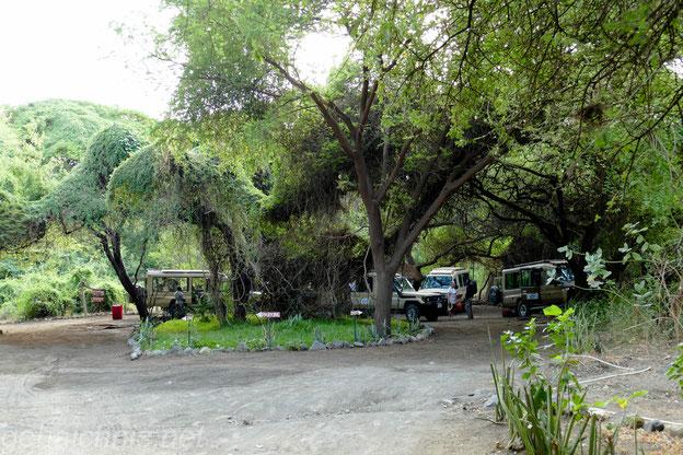 Die Jeeps werden wieder bepackt, die Reise führt uns weiter in Richtung Serengeti