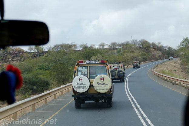In Tansania gibt es viele Verkehrskontrollen. Aufgrund dessen, dass die Knöllchen hier bis zu einem Monatslohn betragen können, halten sich die meisten Fahrer an die Geschwindigkeitsvorgaben