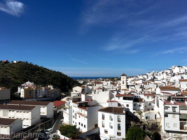 Blick zurück auf Algarrobo mit dem Mittelmeer im Hintergrund