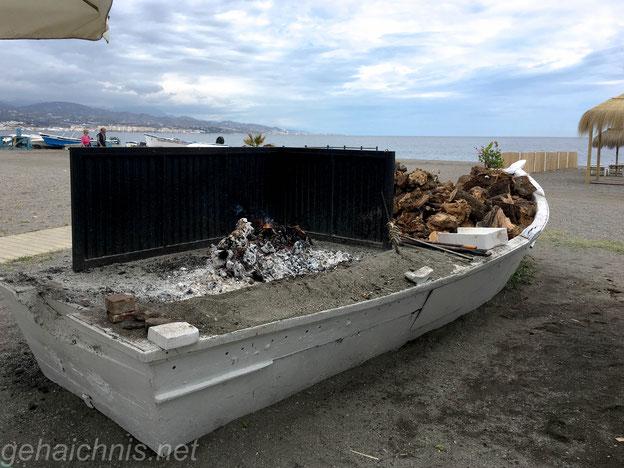 Fischgrill am Strand