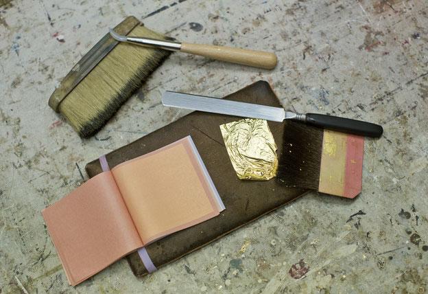 Werkzeuge Vergolder, Blattgold, Gold, Tools for gilder, gold leaf, Achat, Polierstein