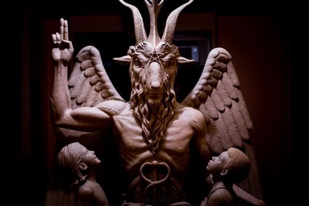 pacto satanico, pacto demoniaco, pacto con satan, magia negra, brujeria negra con satanás