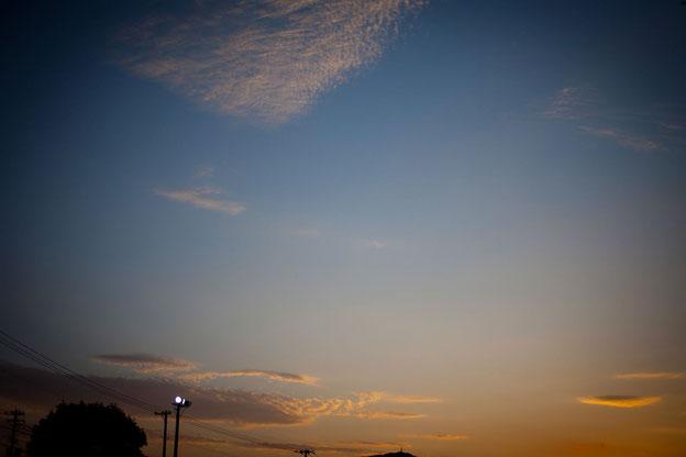 夕暮れ 赤と青のグラデーション