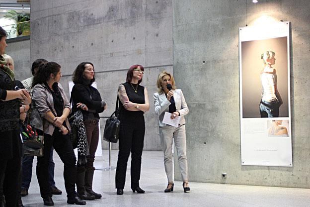 Katrin Hartig (re) mit Gabi Schroth (li) im Gespräch