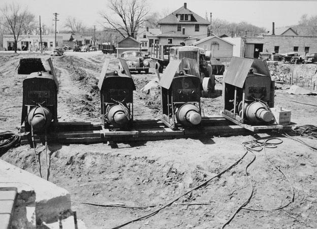 Die Teleweld Corporation of Chicago benötigte mit vier Lincoln-Stromquellen von Dienstag, 19. April, bis Montag, 16. Mai 1949  insgesamt 528 Schweißer-Mannstunden, für das E-Handschweißen vor Ort (d.h. Lichtbogenhandschweißen)