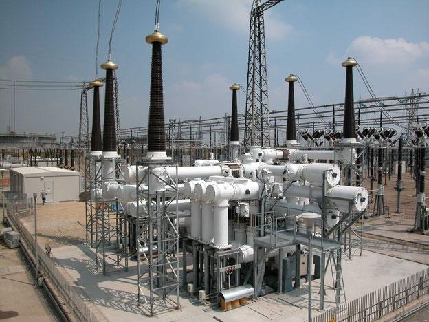 Konventionell verschraubte, mit SF6 isolierte 420 kV Schaltanlage