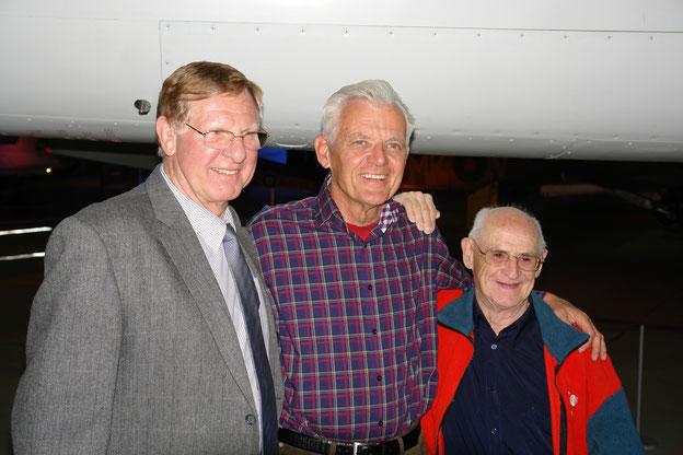 """Jubiläumsfeier """"25 Jahre Rührreibschweißen"""" während des 11. Internationalen FSW-Symposiums 2016 am TWI in Great Abington: Wayne Thomas (links), Murray Mahoney (Mitte), Dave Nicholas (rechts)."""