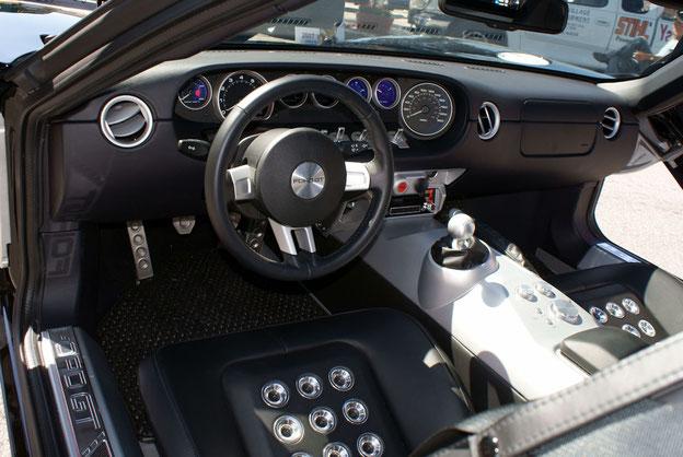 Interieur des Ford GT (Baujahr 2005)