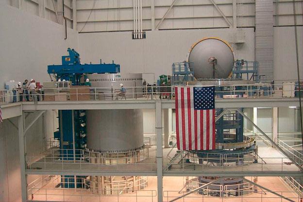 Boeings Flüssig-Sauerstoff- und Flüssig-Wasserstoff-Tanks für die 42 m langen Common Booster Cores der Delta IV-Rakete