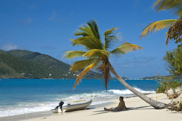 Relaxing auf Sandy Cay bei Yacht-Urlaub