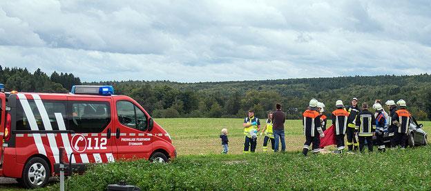 Seit Sommer 2017 besteht eine Zusammenarbeit zwischen Mantrailing Würzburg e.V. und der Feuerwehr Steinmark. Dies Bild ist von der ersten gemeinsamen Einsatzübung im September 2017.