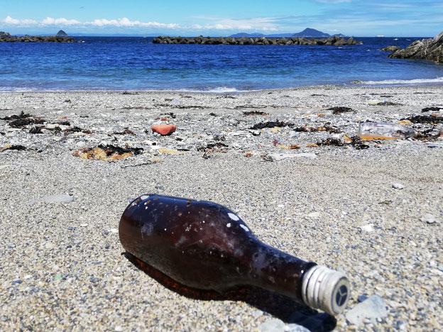 海と空き瓶