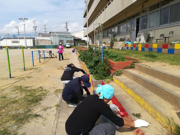 小学校のペンキ塗り