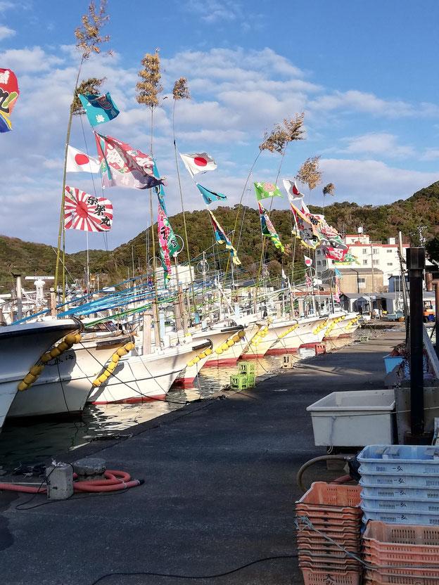 漁船と大漁旗