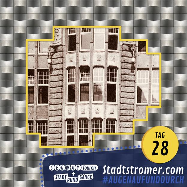 """Aluminiumfassade der """"Höfe am Brühl"""" in Leipzig mit Ausschnitt der historischen Fassade"""