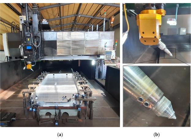 Kehlnaht-FSW-Ausrüstung: (a) Tatsächlicher Vollrahmen-Struktursatz; (b) tatsächlicher Kehlnaht-FSW-Werkzeugsatz.