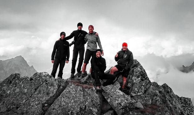 Auf dem Gipfel des Schnee Haufens