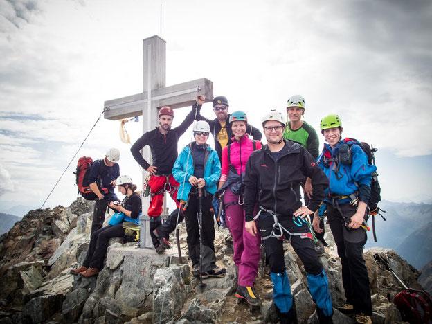 Gipfelfoto mit unserer Gruppe auf dem Piz Buin