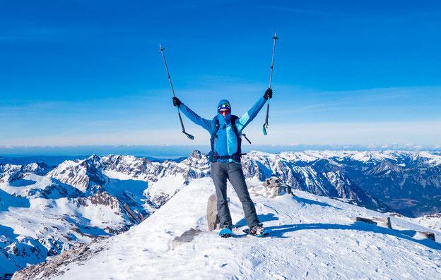 Auf dem Großen Drusenturm mit einem fantastischen Bergpanorama.